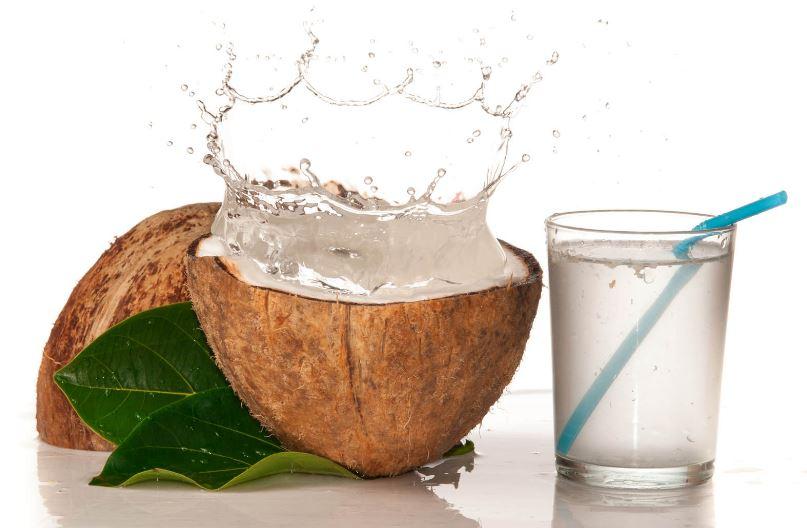 beneficios agua de coco